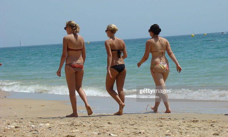 Girls at Dunas Douradas Beach